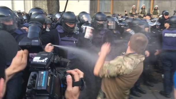 Поліція застосувала сльозогінний газ на віче у Києві (ілюстрація)