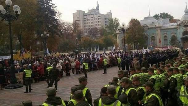 Митинги под Верховной Радой начались в вторник, 17 октября