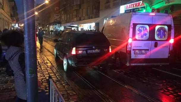 Авто на іноземній реєстрації збило юнака в центрі Львова