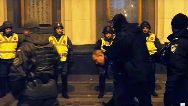 В Києві біля Ради поліція затримала провокатора