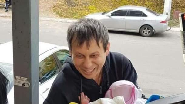 Отец, у которого похитили младенца