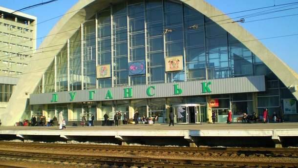 В сети показали фото безлюдного вокзала в Луганске