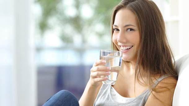 7 беззаперечних аргументів, чому кожного ранку потрібно пити склянку води