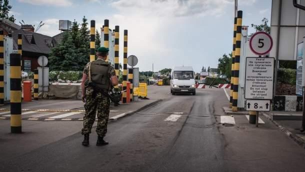 ФСБ Росії заявляє про затримання на кордоні озброєного українця