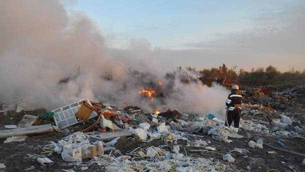 """Вблизи аэропорта """"Борисполь"""" произошел пожар на незаконной свалке"""
