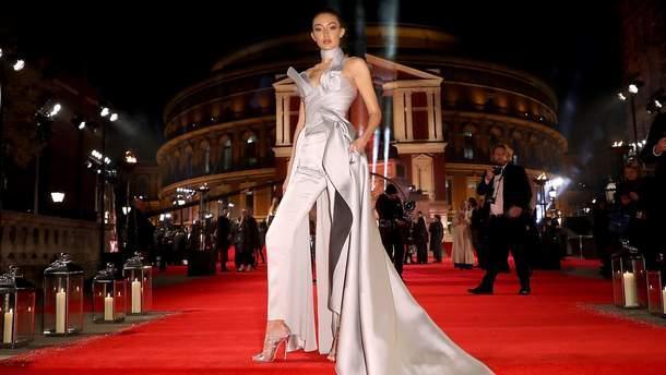 Джіджі Хадід на The Fashion Awardsу 2016 році
