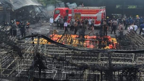 Взрыв завода в Индонезии