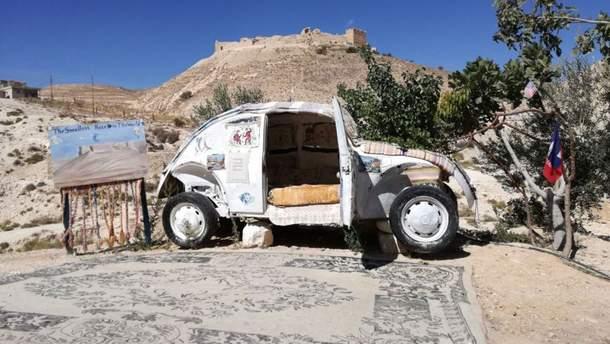 Готель-автівка у пустелі в Йорданії
