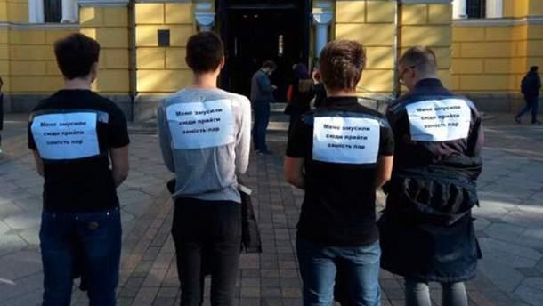 Студенти НПУ Драгоманова замість пар прийшли на примусовий молебень
