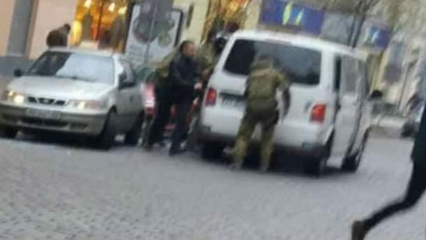 Соратников Саакашвили силой выдворили из Украины