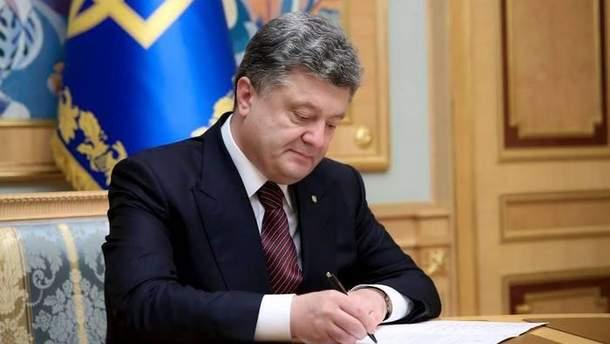 Порошенко подписал закон об усовершенствовании бухгалтерского учета