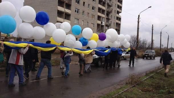 Активисты из Авдеевки отправили в сторону Горловки сверхпатриотический подарок