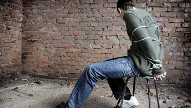 Наслідки конфлікту: АТОвці не лише викрали, а й знущалися над 14-річним хлопцем (ілюстрація)