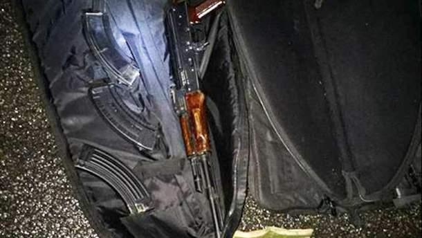 Оружие, которое полиция обнаружила у задержанных злоумышленников