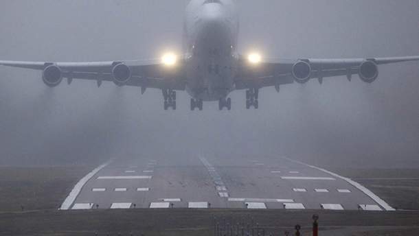В Чернівцях літак не зміг піти на посадку через негоду