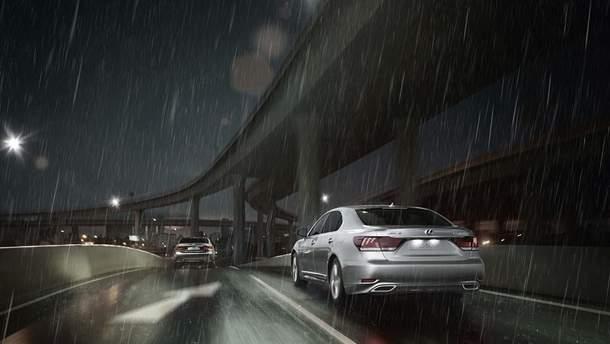 В дождь существуют особые правила вождения автомобиля