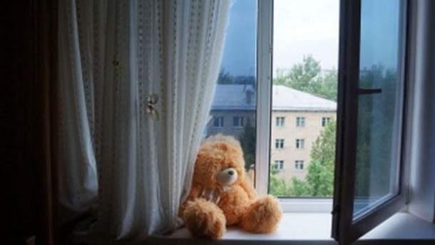 В Днепре девочка выпала из окна многоэтажки