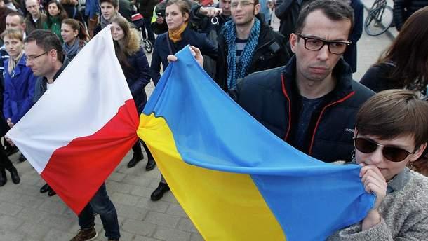 Украинцы положительно относятся к Польше