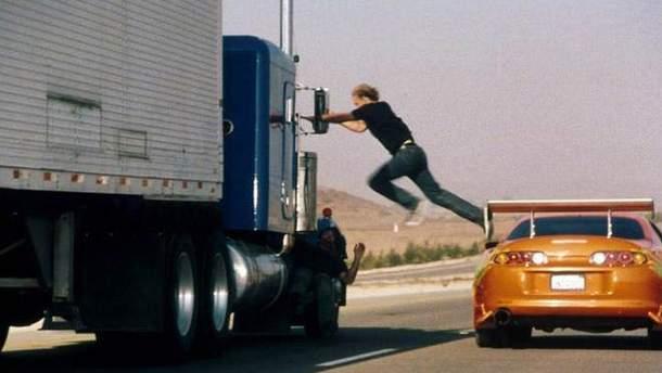 Преступники грабили машины на ходу (иллюстрация)