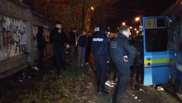 Брутальна бійка футбольних фанатів у Києві: з'явилися фото та відео