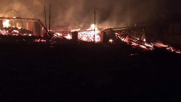 """Вогонь повністю знищив базу відпочинку """"Буковина"""" на Закарпатті"""