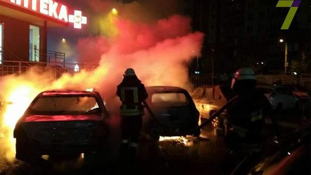 В Одесі невідомі підпалювати машини