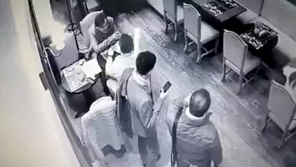 У кафе Києва пограбували екс-чиновника АП Анатолія Балюка