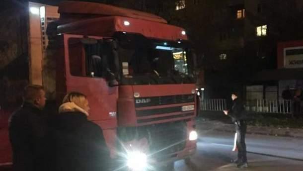 Во Львове за рулем умер водитель грузовика