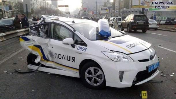 Разбитый автомобиль полиции