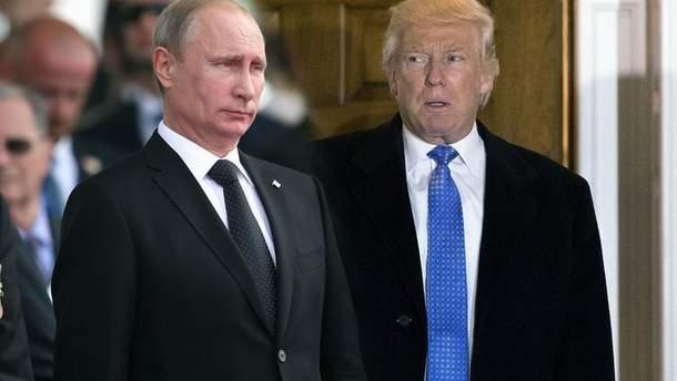 Трамп похлопал Путина по плечу во время встречи во Вьетнаме