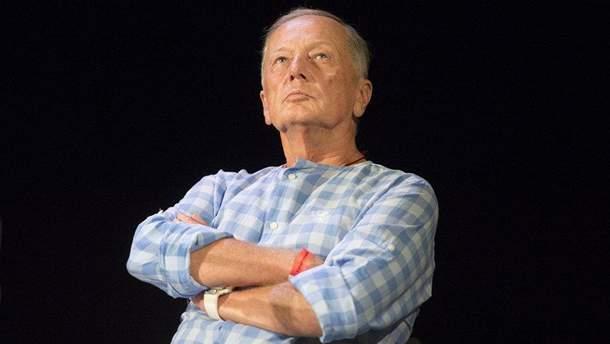 Помер Михайло Задорнов: у Криму з'явився напис на паркані з цитатою сатирика