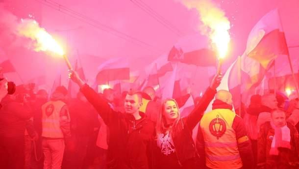 Марш националистов проходит в Варшаве