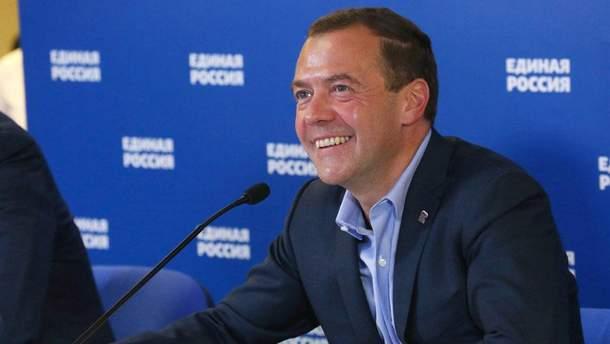 Дмитрий Медведев пришел посмотреть футбол