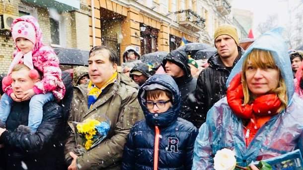 Саакашвили еженедельно будет выходить на вече