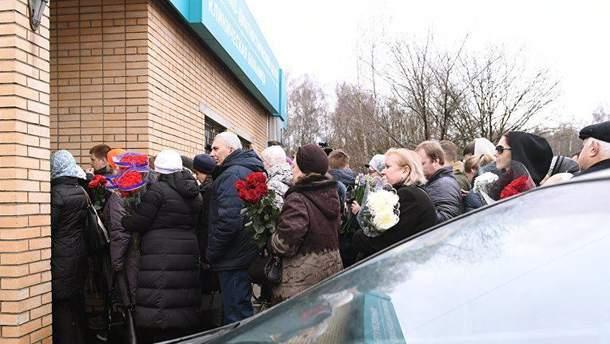 На территории одной из подмосковных клиник состоялось прощание с Задорновым