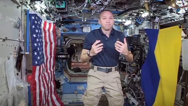 Рэнди Бресник с украинским флагом в космосе