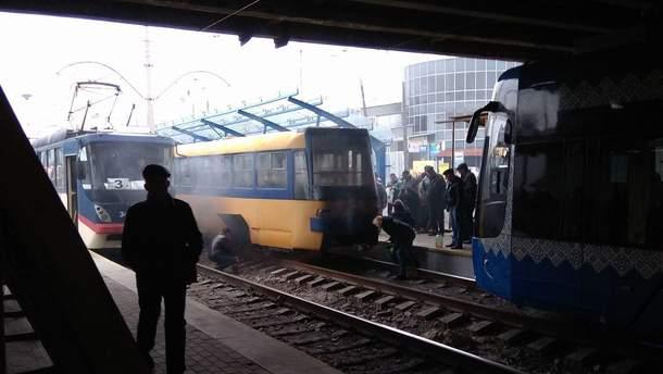 В Киеве загорелся скоростной трамвай