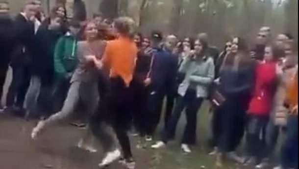 На Херсонщині побилися дівчата-школярки