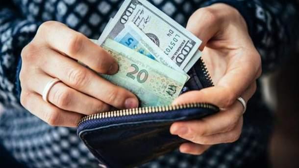 Украинцы покупают иностранную валюту