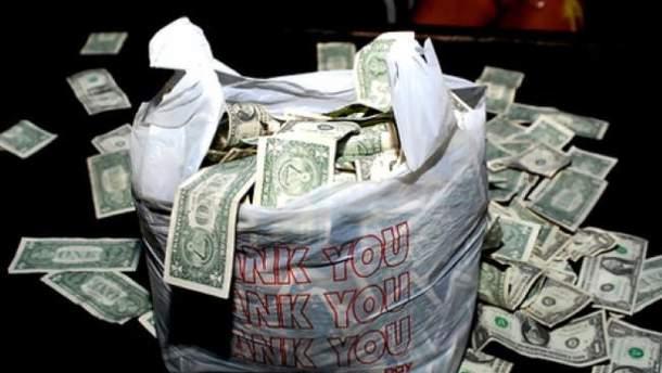 Пакет із грошима знайшов у своєму кабінеті заступник голови Херсонської ОДА