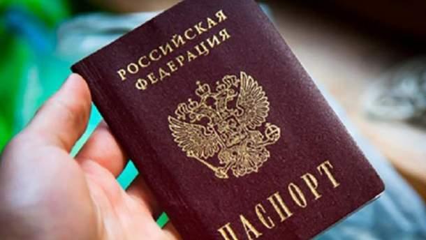 У жителей Крыма отобрали более полутысячи российских паспортов