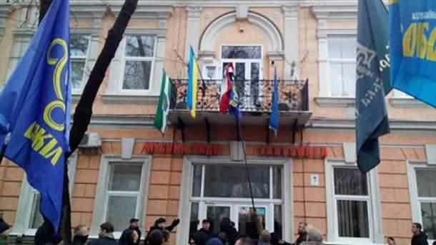 Відповідальних за зрив прапора Угорщини у місті Берегово притягнуть до відповідальності