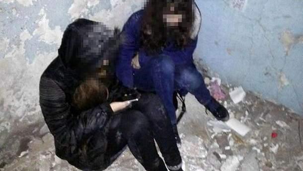 В Мариуполе полиция спасла двух девушек от самоубийства