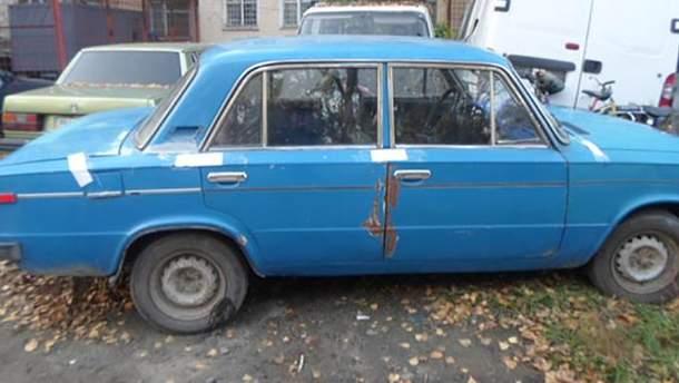 Подросток в Одесской области купил машину за сувенирные доллары