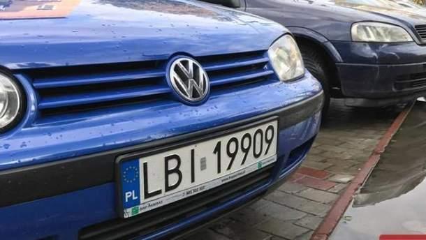 Владельцам авто на иностранных номерах придется их зарегистрировать