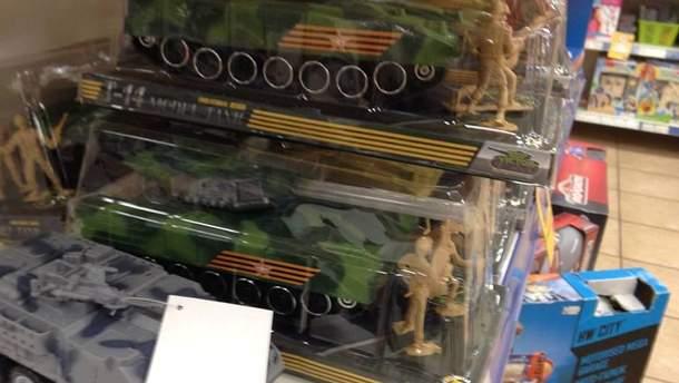Іграшки з російською символікою знайшли у відомому супермаркеті Києва