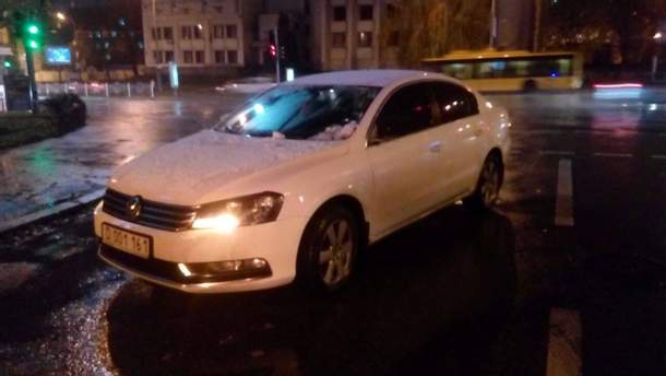 Автомобіль посольства Росії на місці аварії