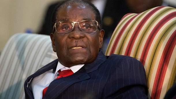 Президент Зімбабве рішуче відмовився йти у відставку