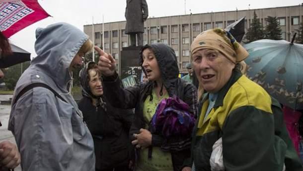 """Жителі """"ДНР"""" та """"ЛНР"""" люблять та ненавидять російських окупантів"""