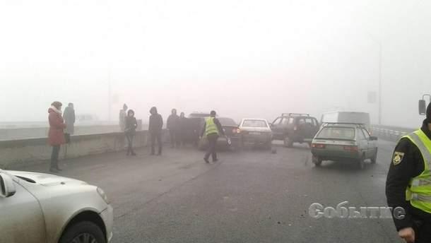 В Каменском на мосту столкнулись 10 авто